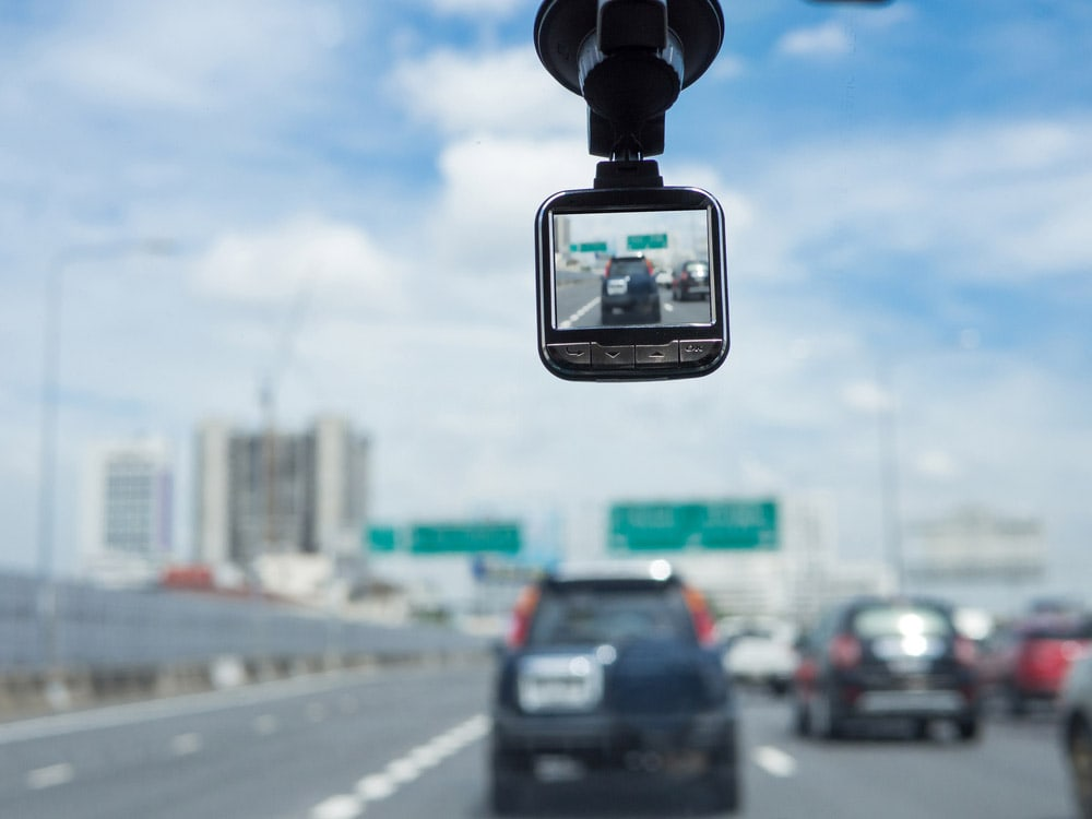 Best Dash Cam for Truckers: Choosing the Best One to Buy This Year